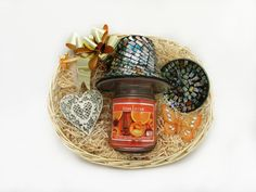 A Scented Soy Candle in a glass jar with a matching candle shade and saucer and a gorgeous Heart Shaped Wall Hanger make up this beautiful gift set!  Price: 29.99  http://luxuryhampers.ie/p/light_up_gift_set_orange