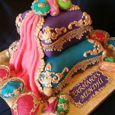 Mendhi cake and matching cupcakes to go with bride's outfit. by yume.cakes.7