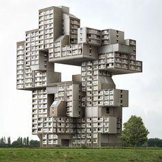 Dit gebouw komt uit het constructivisme, je ziet al dat dit natuurlijk niet gebouw kan worden, het eigen gewicht is niet goed verdeeld, en er hangen te veel dingen aan. veel uitstulpingen. maar wel apart.