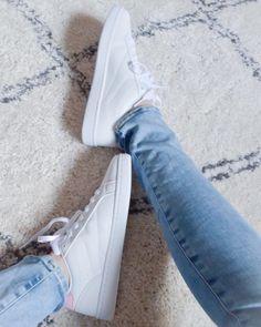"27 Synes godt om, 1 kommentarer – Sandra Schjerning (@sandraschjerning_) på Instagram: ""New rug for the new apartment - which is finally starting to come along - only 429 boxes left to…"""