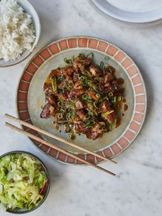 Saoirse Ronan's General Tso's chicken Jamie Oliver & Jimmy Friday Night Feast Chinese Chicken Dishes, Friday Night Feast, Dried Chillies, Asian Recipes, Ethnic Recipes, Chinese Recipes, Weekly Recipes, Tso Chicken, Cabbage And Bacon