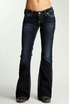 Silver Jeans Frances 22 Low Rise Flare Jean - It's a thing of beauty. I'm just so desperately ready for skinny, flab-squishin' tapered hell jeans to be over. Pop Fashion, Fashion Outfits, Womens Fashion, Looks Style, My Style, Salopette Jeans, Estilo Hippy, Love Jeans, Jeans Fit