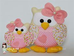 Sonhos de Mel 'ੴ - Crafts em feltro e tecido Owl Fabric, Fabric Toys, Fabric Art, Fabric Crafts, Sewing Crafts, Sewing Projects, Animal Sewing Patterns, Owl Patterns, Owl Cushion