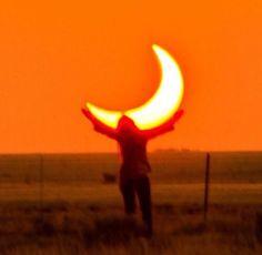 Holding the orange moon, aesthetic orange sky picture Rainbow Aesthetic, Orange Aesthetic, Aesthetic Colors, Aesthetic Photo, Aesthetic Pictures, Sun Aesthetic, Picture Wall, Photo Wall, Orange You Glad
