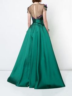 You'll find a great selection of women's designer evening dresses at Farfetch. Search from over 2000 designers for your perfect designer evening dress Designer Evening Dresses, Formal Evening Dresses, Formal Gowns, Elegant Dresses, Evening Gowns, Peplum Gown, I Dress, Gala Dresses, Marchesa