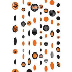 Papierhänger mit Halloweenmotiven. Gruselige Deko im Raum.