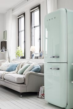 sweat pastel mint fridge - home - kitchen -living room. amoureuse de ce frigo en mint ou en rose!!!!!!!!!