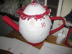 Advetskalender Teekanne aus Pappmachee Teapot, Diy Home Crafts, Diy