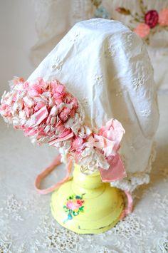 a8726e7f2a9e antique baby bonnet eyelet lace pink silk Enfants Vintage, Soie Rose, Satin  De Soie
