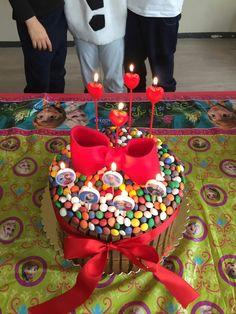 İpeğin 4 yaş doğumgünü için bonibonlu kit-kat pastası