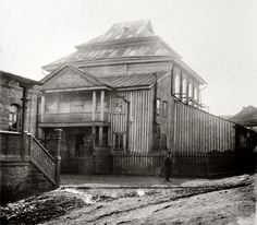 Wooden synagogue of Talne, Cherkassy Region, Ukraine,  taken pre-1914 by Ukrainian art researcher Danila Scherbakivsky