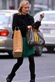 A marca Francesa de bolsas www.goyard.com  que acirra a concorrencia com a Louis Vuitton, eu gosto. Em Sampa vende na Daslu, vc po...
