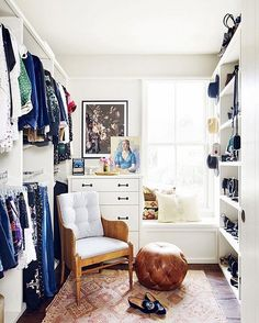 Let's be honest: We all wish our closet looked like. But what happens if you don't have the space for the closet of your dreams? You make it work. That's why we've rounded tips that can transform your tiny wardrobe into a fashion mecca––just tap the link in our bio. | Photo: @SpaceCasePS for MyDomaine