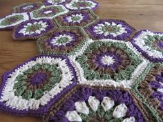 FREE CROCHET PATTERN from Love2Bloom: Hexagon Granny Squared Table Runner/Placemat