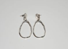 Thick silver plated zamak earrings, vintage style with simple design,irregular shape earrings,uno no de 50 style, oval circle earring. by OtroAccesorio on Etsy