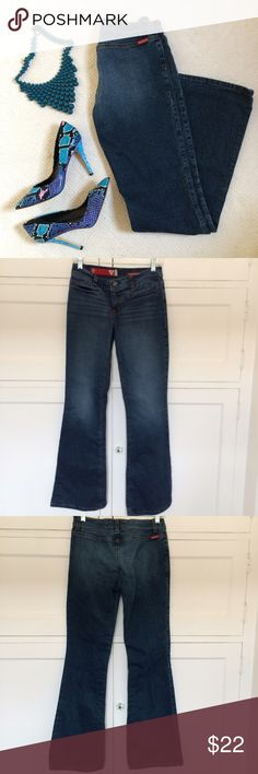 """Guess Jeans NO TRADES. OFFERS WELCOME. PLEASE USE THE OFFER BUTTON. I DO NOT NEGOTIATE PRICE IN THE COMMENTS. Size 28 jeans from Guess. 98% cotton, 2% spandex. Inseam is 31"""". 14"""" across at waistline. Rise is 8"""". Leg opening is 10"""" across. Zip fly with one button. 2 pockets in front. No pockets in back. Pre-loved, freshly washed. In excellent condition! Guess Jeans"""