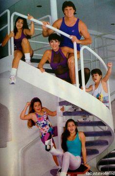 HAHAHAHHA Kardashians awkward family photo. Why isnt this more popular?!