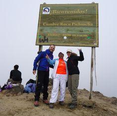 Patrick, Ligia, Andrea en la cumbre del Ruco Pichincha