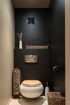 Black wall in a small toilet room? Could work with contrasting wall and good light Black wall in a small toilet room? Could work with contrasting wall and good light Guest Toilet, Downstairs Toilet, Bad Inspiration, Bathroom Inspiration, Bathroom Toilets, Bathroom Plants, Bathroom Vanities, Master Bathroom, Master Baths