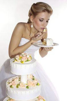 Odata ce ti-ai ales paleta cromatica a nuntii si stii deja ce vrei in materie de rochii, accesorii si decoratiuni, inseamna ca este timpul sa incepi sa te gandesti si