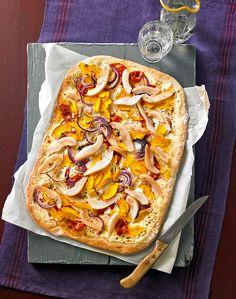 Flammkuchen mit Kürbis, Birnen und roten Zwiebeln