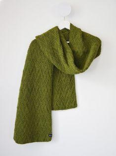 06bef39cd1f Grande écharpe verte tricotée main en laine et alpaga