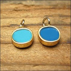 California artisan jeweler Mark Poulin handcrafts the most delightful, delicate. and reversible (!) gold vermeil and enamel pendants! This little beauty is a light sky blue on one side; deep blue on Small Necklace, Pendant Necklace, Vitreous Enamel, Enamel Jewelry, Jewel Tones, Gold Pendant, Artisan Jewelry, Blues, Jewelry Design
