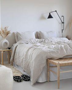 Scandinavian Interior Bedroom, Scandi Bedroom, Bedroom Inspo, Bedroom Colors, Home Bedroom, Scandinavian Design, Scandinavian House, Scandinavian Bed Pillows, Bedrooms