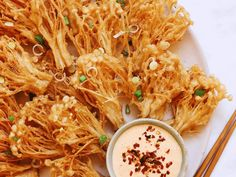 Crispy Enoki Mushrooms with Spicy Mayo Enoki Mushroom Recipe, Mushroom Recipes, Veggie Recipes, Asian Recipes, New Recipes, Vegetarian Recipes, Vegan Dinner Recipes, Asian Foods, Burger Recipes