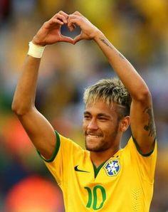 Neymar da Silva Santos Júnior The heart sign is for me Good Soccer Players, Football Players, Fc Barcalona, Kun Aguero, Uefa Champions League Groups, World Cup 2014, Athletic Men, Football Soccer, Soccer Guys
