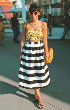 Cropped Deborah Lis • Saia costurada pela mamãe • Bolsa Sapatella • Óculos Zerezes • Sandália Farm