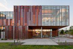 Biblioteca de la Universidad de Fénix (Arizona) con revestimiento de cobre #copper #bronze