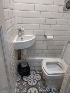Small Toilet Room, Small Space Bathroom, Tiny Bathrooms, Bathroom Design Small, Bathroom Interior Design, Cloakroom Toilet Downstairs Loo, Bathroom Under Stairs, Understairs Toilet, Bathroom Styling