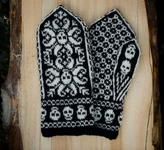 "Ravelry: Deathflake mittens pattern by Sissel KB. I think I'll make these for my mom. They seem very much like ""bad patty"" mittens. Knitted Mittens Pattern, Knit Mittens, Knitted Gloves, Knitting Stitches, Hand Knitting, Knitting Patterns, Crochet Skull, Knit Or Crochet, Fair Isle Knitting"
