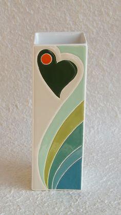 Cement Flower Pots, Painted Flower Pots, Pottery Painting Designs, Paint Designs, Ceramic Pottery, Ceramic Art, Ethnic Home Decor, Reuse Recycle, Bottle Art