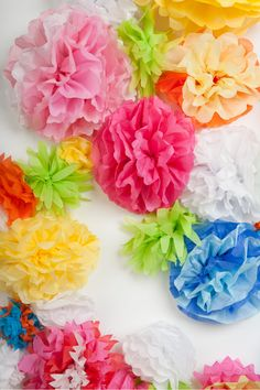 How to Make Tissue Paper Flowers Four Ways Spring, weddings, Mother's Day - it's the time of year for flowers. Tissue paper flowers add beautiful style and decoration for any occasion, here's where you can find them. Tissue Paper Flowers Easy, Mexican Paper Flowers, Paper Flower Centerpieces, Paper Sunflowers, Paper Peonies, Tissue Paper Crafts, Paper Flowers Wedding, Paper Flower Backdrop, Paper Flower Tutorial