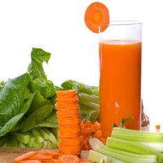 Jugo para la anemia de espinacas, apio y zanahoria
