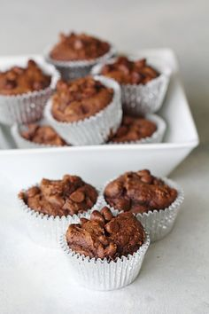 These Chocolate Pumpkin Muffins only require three ingredients and take a few minutes to throw together. You can't taste the pumpkin at all! Chocolate Pumpkin Muffins, Pumpkin Spice Muffins, Just Desserts, Delicious Desserts, Yummy Food, Awesome Desserts, Cake Mix Recipes, Cake Mixes, Bread Recipes