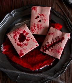 Bloody Halloween Scars and Stitches Brownies Halloween Drinks Kids, Bloody Halloween, Halloween Food For Party, Easy Halloween, Halloween Treats, Halloween Foods, Halloween Punch, Halloween Dinner, Halloween Stuff
