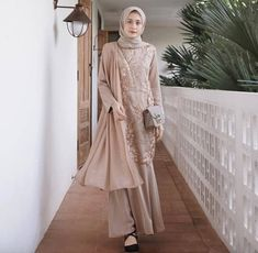 Korean Girl Fashion, Muslim Fashion, Hijab Fashion, Women's Fashion, Fashion Outfits, Kebaya Muslim, Muslim Dress, Muslimah Clothing, Kebaya Modern Dress