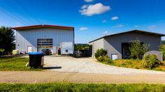 Verkauf von zwei neuwertigen Gewerbehallen (Produktions- und Lagergebäude inkl. einer Wohnung). Es handelt sich um einen eingerichteten Spritzguss-/ und Formenbaubetrieb mit eigener Kunststoffproduktion. Jestetten, Rafz, Winterthur www.lungland.ch