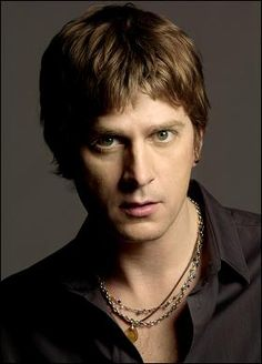 i seriously love Rob Thomas - have since the first time i heard Matchbox 20...could listen to him sing ALL DAY LONG.