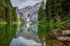 Lake Braies mountains forest landscape Italy reflection | 2048x1364  / WallpaperCASA