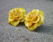 Yellow rose earrings of Texas. What a great accent these would be!