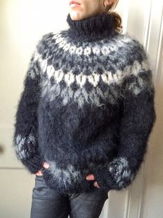 This is a double sweater, this on one side and the next on the other.... must be one very thick heavy sweater.... great for a cold climate