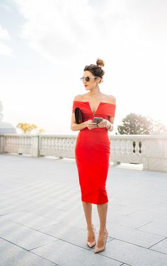 DETAILS: RED OFF-THE-SHOULDER DRESS | BURGUNDY VELVET CLUTCH (SIMILAR HERE) | NUDE PATENT HEELS | SUNGLASSES | SILVER WATCH I'm so excited for the holidays this year! I have always been the p…
