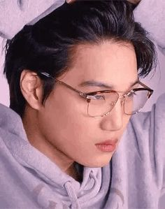 jongin looking handsome af in glasses ;u; (1/2)