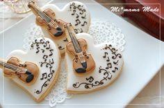 Musical heart cookies with violin cutout. Bear Cookies, Galletas Cookies, Fancy Cookies, Valentine Cookies, Iced Cookies, Cute Cookies, Easter Cookies, Summer Cookies, Birthday Cookies