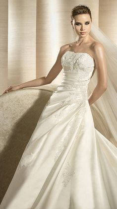 ORLY / Bridal Gowns / 2012 Collection / Avenue Diagonal (close up)