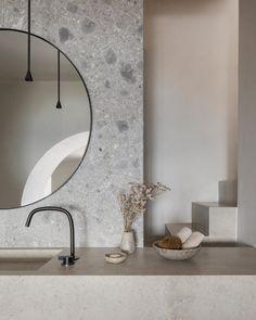 Super Ideas For Bathroom Interior Design Hotel Minimalist Bathroom, Modern Bathroom, Black Bathroom Taps, Bathroom Mirrors, Grey Bathrooms, Contemporary Bathrooms, Bathroom Sets, Bathroom Fixtures, Small Bathroom